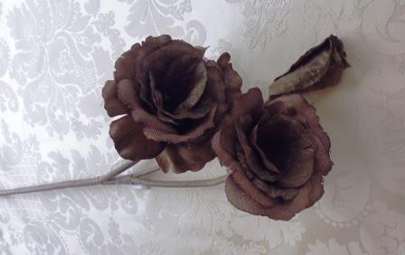 Růže dva květy s poupětem látková  tmavě hnedá MH91808